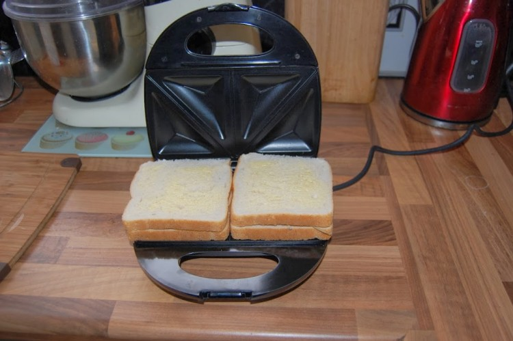 Review – Sainsburys steam mop and sandwich toaster