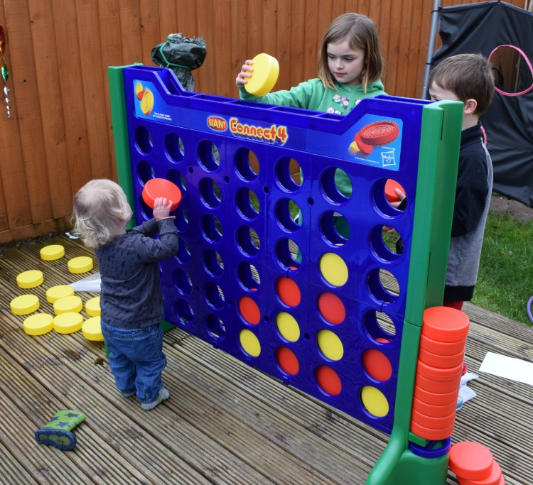 Review: Big Game Hunters Giant Connect 4