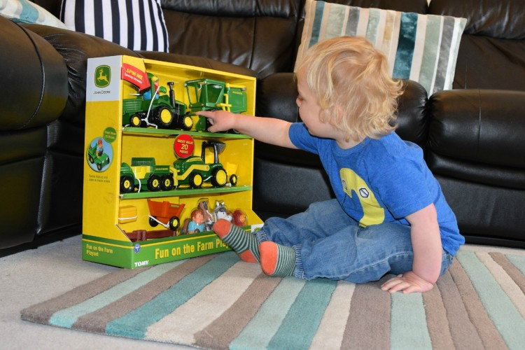 TOMY John Deere Fun on the Farm playset
