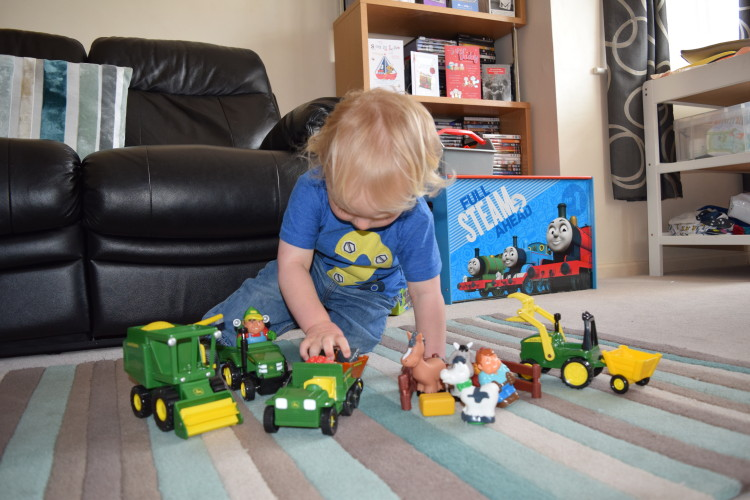 Review: TOMY John Deere Fun on the Farm playset