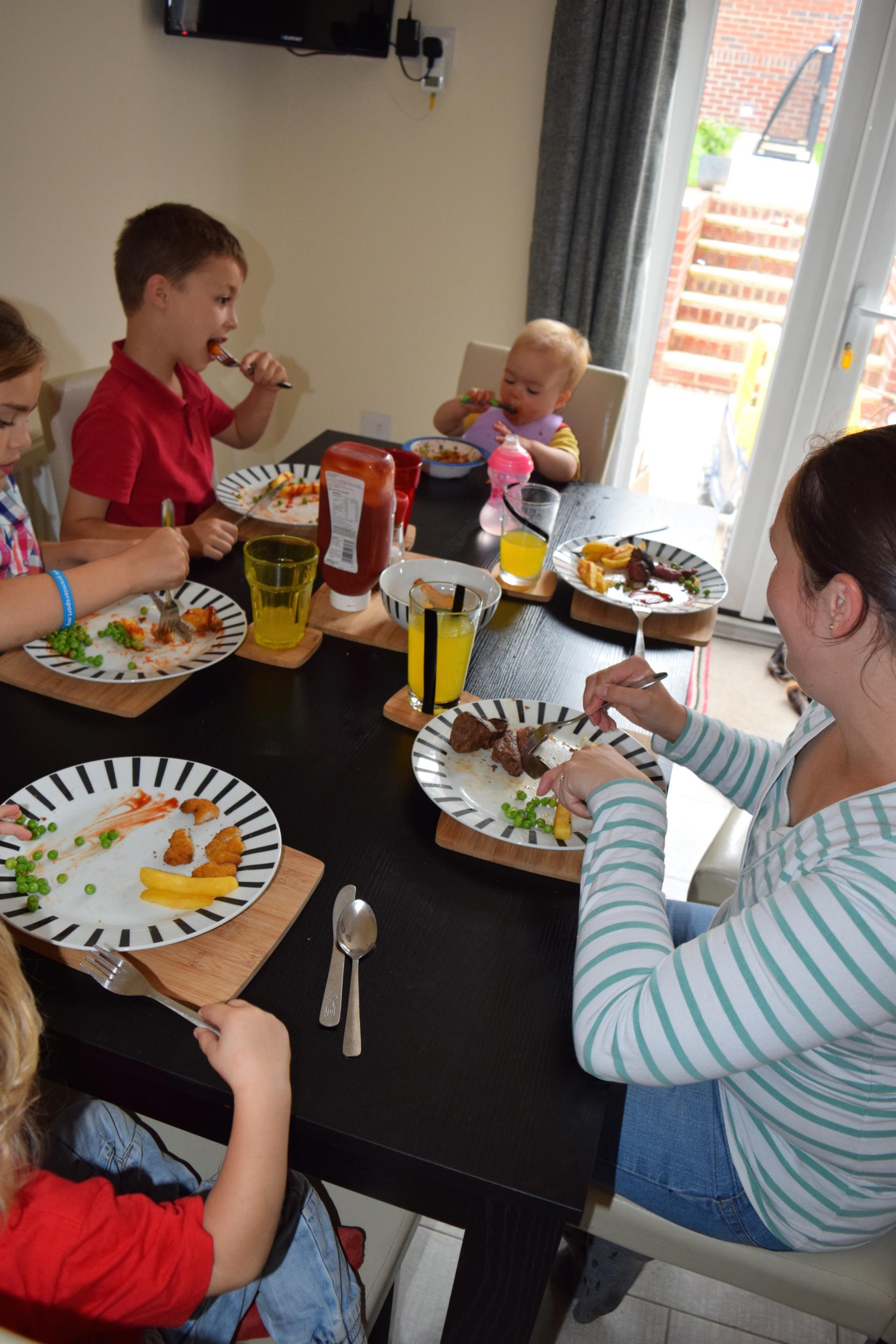 family meal times why are they important family fever. Black Bedroom Furniture Sets. Home Design Ideas