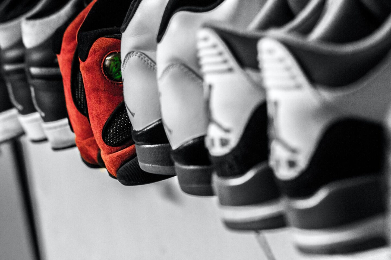 Storing shoes while minimising damage